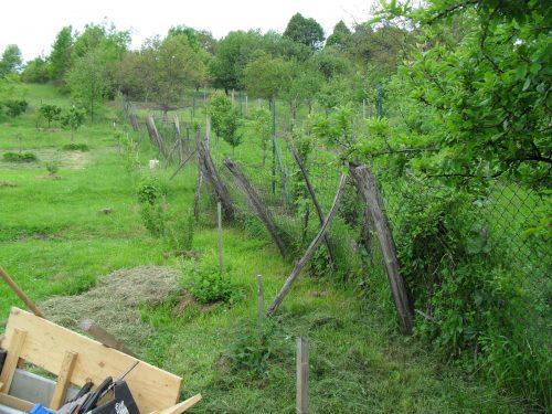 nahnutý starý plot